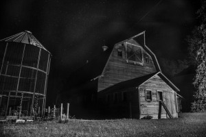 old-abandoned-farm-on-a-starry-night-in-iowa--47101