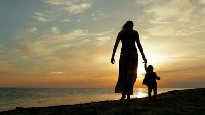 stock-footage-mother-with-baby-walking-on-sea-coast-silhouettes-sunset[1]