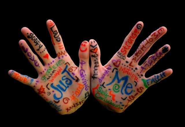 hands-2846599_1280